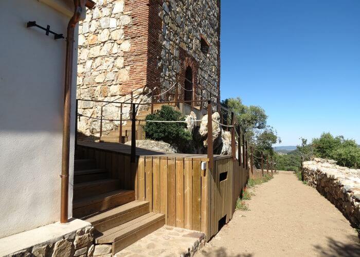 ermita cerca del castillo de monfrague